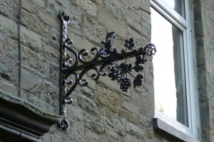 Bunch-of-Grapes-Wales-Pontypridd-Wrought-Iron-Bespoke-Welding-5-1000px