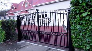 Double-Gates-Drive-Way-Pontypridd-Wrought-Iron-10