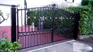 Double-Gates-Drive-Way-Pontypridd-Wrought-Iron-11