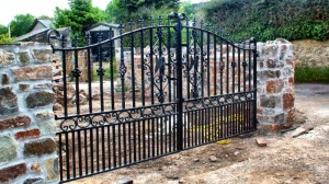 Double-Iron-Gates-Farm-Drive-Way-Pontypridd-Wrought-Iron-16
