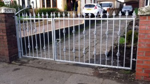 Driveway-Gates-2-piece-custom-iron-work-Pontypridd-Wrought-Iron-2 1000px