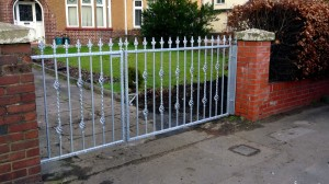 Driveway-Gates-2-piece-custom-iron-work-Pontypridd-Wrought-Iron 1000px