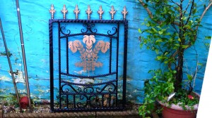 Single-gate-welsh-rugby-brass-Pontypridd-Wrought-Iron-7 1000px