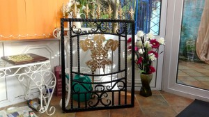 Single-gate-welsh-rugby-brass-iron-railings-Pontypridd-Wrought-Iron-4 1000px