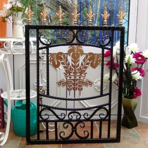 Welsh-Rugby-Brass-Plate-Custom-Ironwork-Pontypridd-Wrought-Iron-display-2 900px