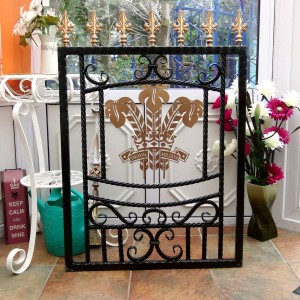 Welsh-Rugby-Brass-Plate-Custom-Ironwork-Pontypridd-Wrought-Iron-display-4 900px