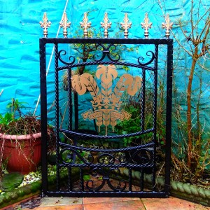 Welsh-Rugby-Brass-Plate-Custom-Ironwork-Pontypridd-Wrought-Iron-garden-1 900px