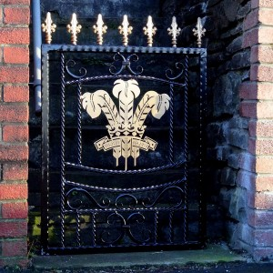 Welsh-Rugby-Brass-Plate-Custom-Ironwork-Pontypridd-Wrought-Iron-in-situ-1 900px