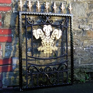 Welsh-Rugby-Brass-Plate-Custom-Ironwork-Pontypridd-Wrought-Iron-in-situ-2 900px