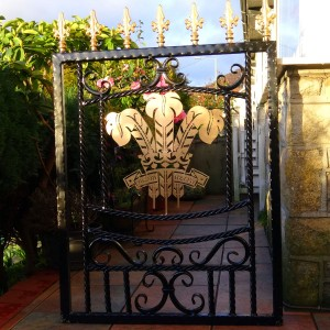 Welsh-Rugby-Brass-Plate-Custom-Ironwork-Pontypridd-Wrought-Iron-in-situ-3 900px
