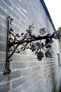 Bunch-of-Grapes-Wales-Pontypridd-Wrought-Iron-Custom-Welding-3-1000px