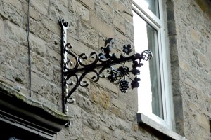 Installation-Bunch-of-Grapes-Wales-Pontypridd-Wrought-Iron-Custom-Welding-4-1000px
