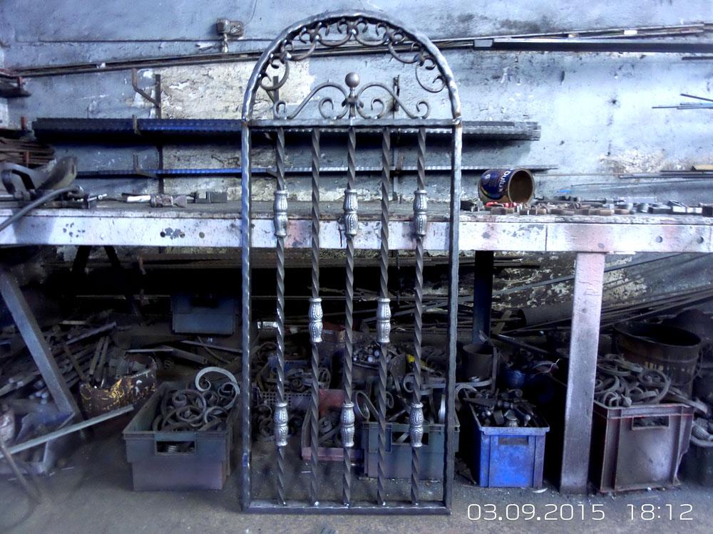 Wales-Custom-Arched- full-sized-Iron-Gatel-1000px