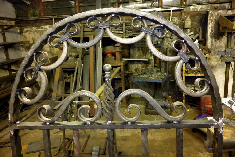 Welsh-Custom-Ironwork-Arched-Gate-Large-Detail-1000px