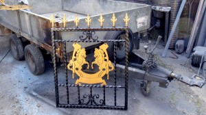 Single-custom-iron-gate-brass-exclusive-rearing-horses-design-Pontypridd-Wrought-Iron-2 1000px
