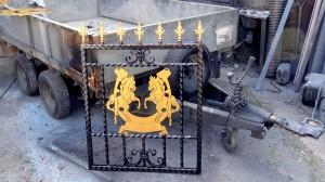 Single-custom-iron-gate-brass-exclusive-rearing-horses-design-Pontypridd-Wrought-Iron-2 1000px