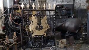 Single-custom-iron-gate-brass-exclusive-rearing-horses-design-Pontypridd-Wrought-Iron-6 1000px