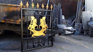 Single-custom-iron-gate-brass-exclusive-rearing-horses-design-Pontypridd-Wrought-Iron 1000px